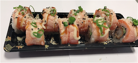 Foto Flamed salmon dragon roll